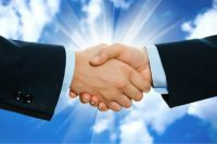 uścisk dłoni dwóch biznesmenów