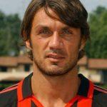 Paolo Cesare Maldini w czarno czerwonych pionowych pasach klubu AC Milan