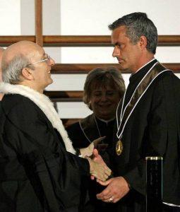Jose Mourinho z tytułem Honoris Causa