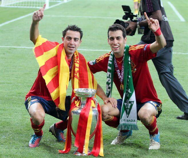 Xavi i Sergio Busquets podczas Euro 2012